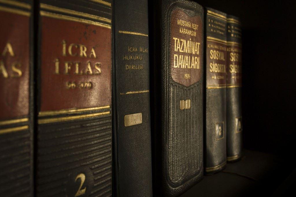 Hukuk-Çevirisi-İhtiyaçlarına-Profesyonel-Çözümler-1024x682